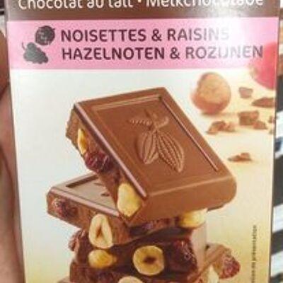 Chocolat au lait noisettes raisin (Carrefour)