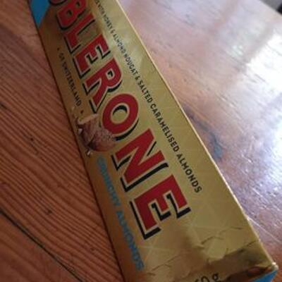 Toblerone crunchy almonds (Toblerone)
