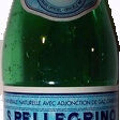 Eau minérale avec adjonction de gaz carbonique (San pellegrino)