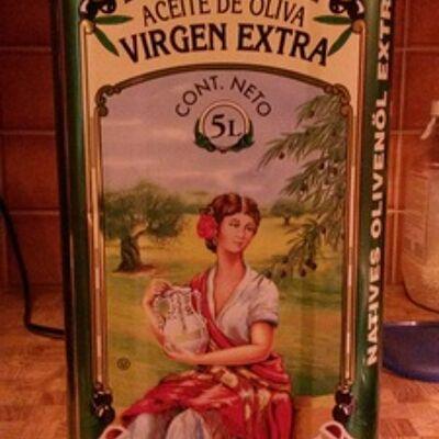 Extra virgin olive oil (La española)